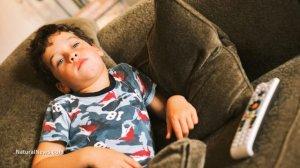 Bored-Kid-Tv-Stupid-Ignorant-Child-Dumb